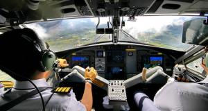 Cabine de avião curso preparatório da ANAC