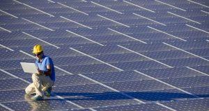 Imagem painel solar futuro metrô India