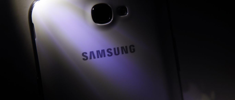 imagem Celular Samsung S8 com IA