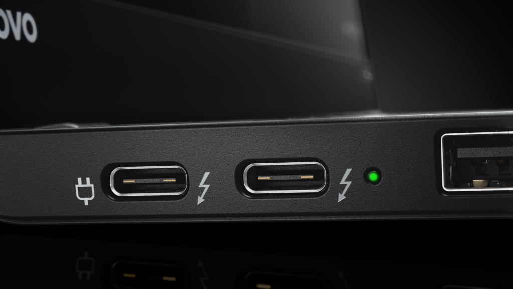 17_X1_Carbon_Close-up_USB_Type_C_Black-1024x577