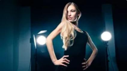 imagem de modelo em estúdio fotográfico