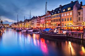 vista parcial de Copenhagem casario a beira mar