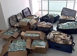 malas de dinheiro no apartamento do Gedel