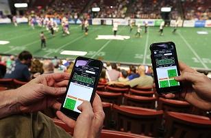 Jogo de futebol Americano pessoas interagindo  FCFL league