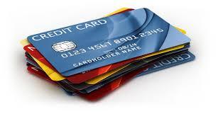 vários cartões bancários empilhados