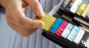 carteira com vários cartões de crédito débito