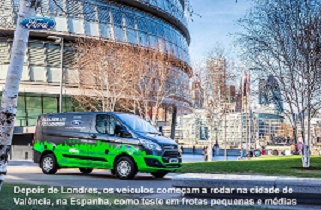 uma Ford Transit verde e preta circulando em Valência