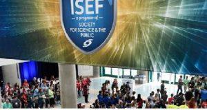 público abaixo do banner Intel ISEF de ano anterior