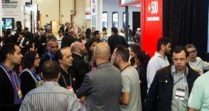 Público na feira anterior da InfoComm Brasil