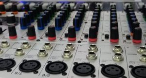 Uma mesa de áudio ou de vídeo