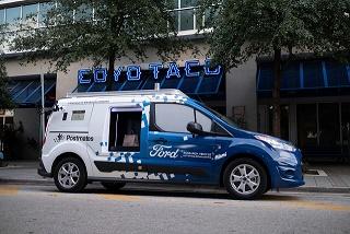 Ford Transit autônoma vista lateral