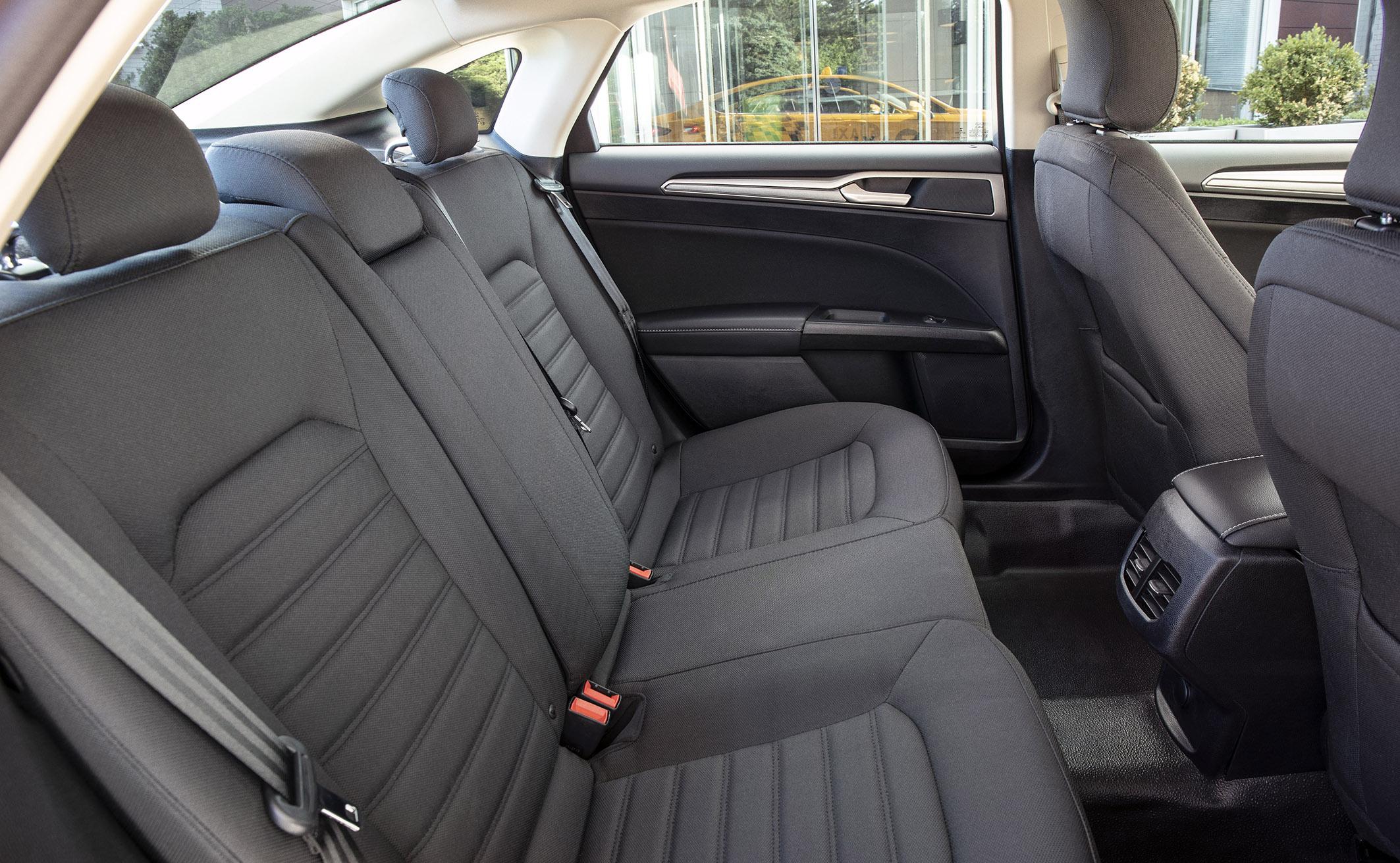 Interior od Ford Fusion modelos híbridos táxi