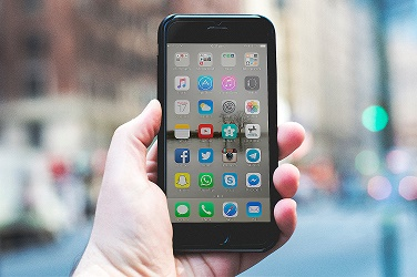 Smartphone com aplicativo Google Play
