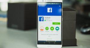 Smartphone com o logom do Facebook