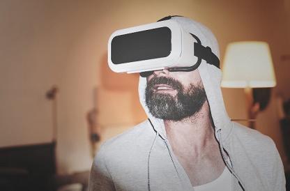 Homem com óculos VR no ProVA da ABDI