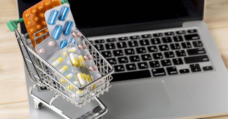 Carrinho de compras e notebook compras online