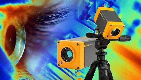 Banner com um par de câmeras montado