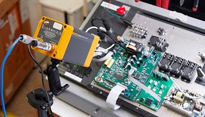 A câmera focada em uma placa de circuito
