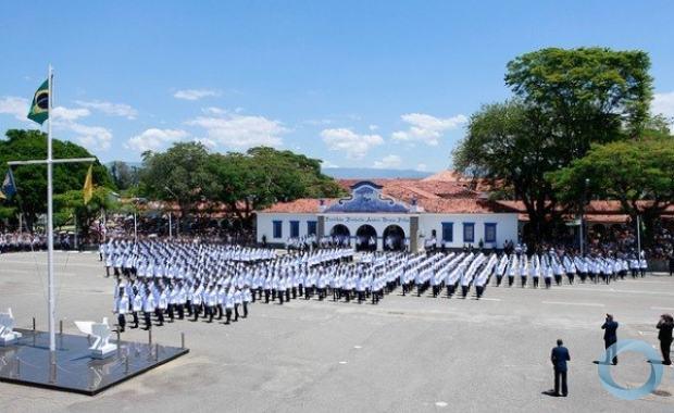 Formação militar de cadetes da FAB