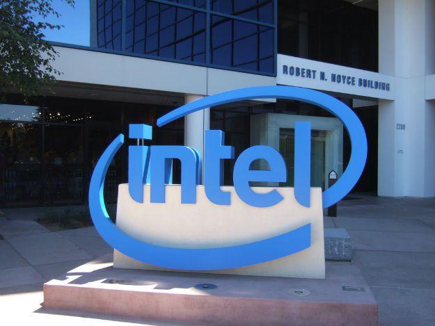 Logotipo da Intel em frente da fachada