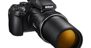 A câmera Nikon P1000 vista frontal
