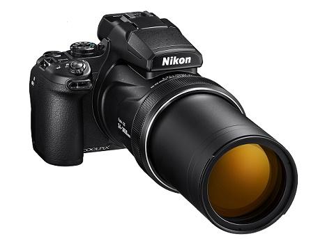 A câmera Nikon coolpix P1000 vista frontal