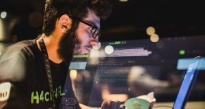 Um hacker em atividade