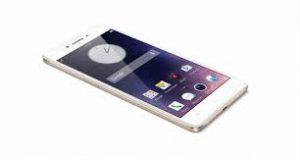 Um smartphone branco e tela pretaa com apps