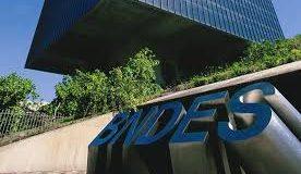 Edifício do BNDS e pessoas Acordo em (DLT) e Blockchain.