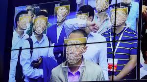 O FindFace Security reconhecendo várias pessoas