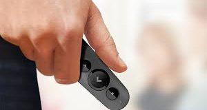 Mão segurando o Logitech R500
