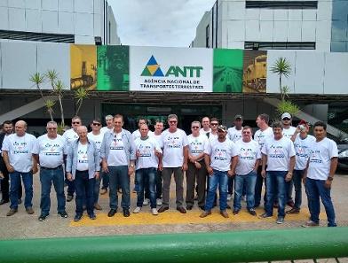 Participantes do evento da ANTT com pessoal da Famato