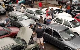 Vários carros usados