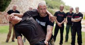 Lutadores com defesa pessoal Krav Magna