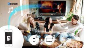Pessoas ouvindo a Panasonic com áudio link