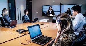 Reunião web com pessoa em home office