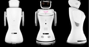 Robôs de serviços frente costas e lado