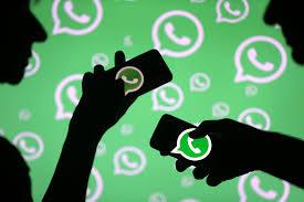 2 smartphones comunicando por Whatsapp desenho