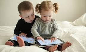 Crianças no tablet