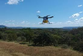 drone SMX voando sobre platação