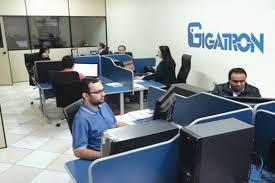 Pessoas no escritório da Startup Gigatron