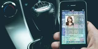Smartphone com CNH e CRLV digital