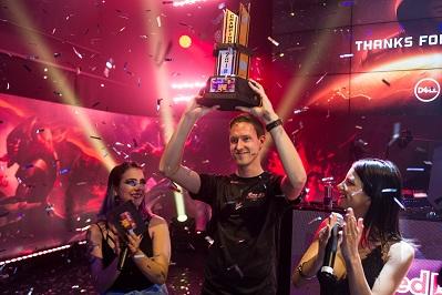 Campeão levantado o trofeu