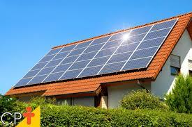 Casa com painéis de energias renováveis