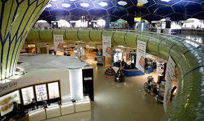 Hall de aeroporto com serviços SITA