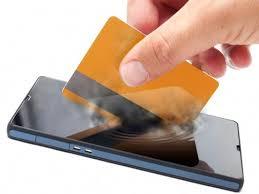 Smartphone e cartão fazendo Carteiras digitais