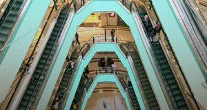 interior de shopping com posicionamento da GiPStech