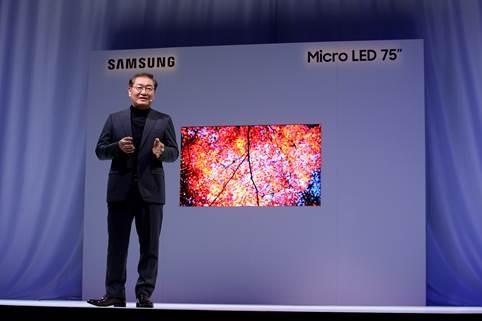 Palestrante apresentando a Samsung Micro LED