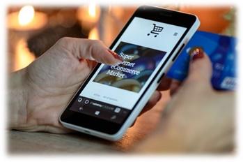 Smartphone com app de e-commerce