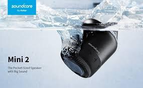caixa de som na água